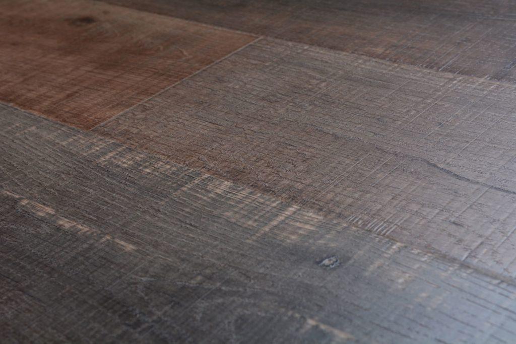 Featherstep laminate 12 3 mm jamestown plank bog 6095 for Direct hardwood flooring